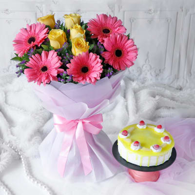Bunch Of 10 Mix Flowers With Half Kg Pineapple Cake (Eggless)