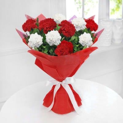 Bunch of 10 Red & White Carnations