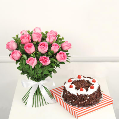 Bunch of 15 Pink Roses with Black Forest Cake (Eggless) (Half Kg)