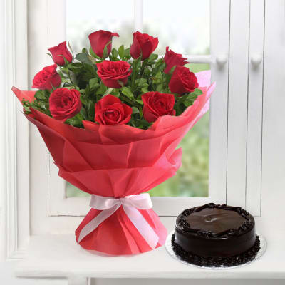 Bunch of Red Roses with Chocolate Cake (Half Kg)