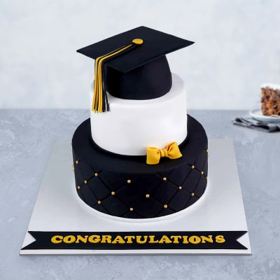 Classic Graduation Fondant Cake (3 Kg)