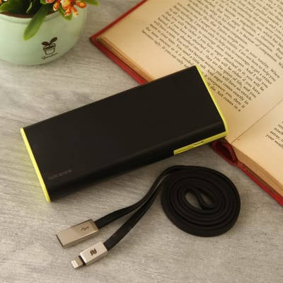 Cola Power Bank 10000 Mah With Blade Lightening Cable