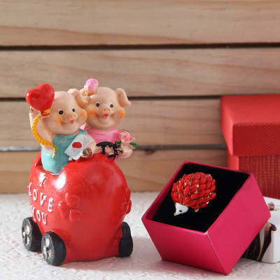 Cute Piggy Love Statue with Pacchi Work Ring: Gift/Send Valentine\'s ...