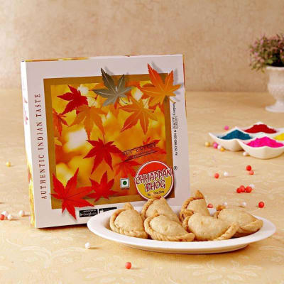 Delicious 500 Gms Khoya Gujiya in Gift Box