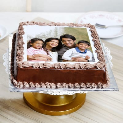 Delicious Chocolate Personalised Photo Cake (Eggless) (Half Kg)