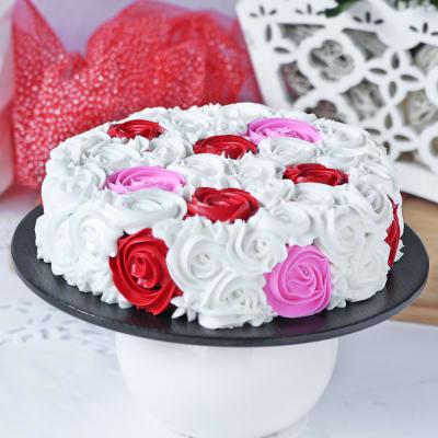 Delightful chocolate Rosette Cake (Eggless) (1 Kg)