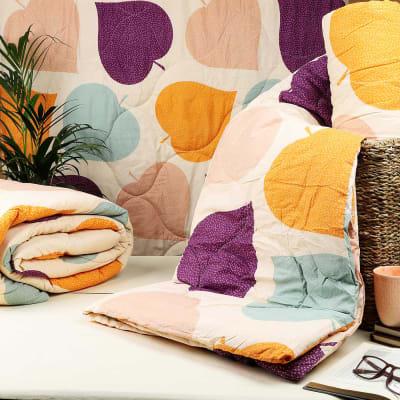 Designer Comforter with Leaves Patterns