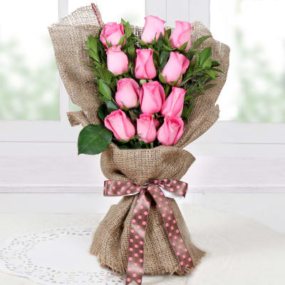 Elegant Bouquet of Roses in Jute Wrapping
