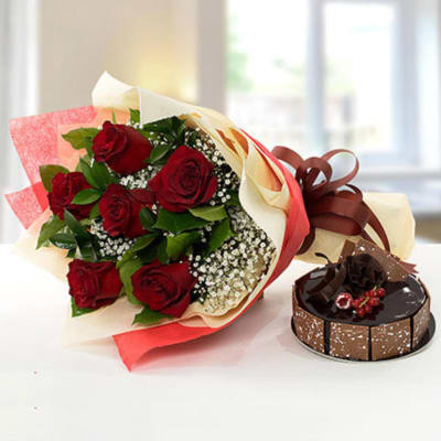 Elegant Rose Bouquet With Half Kg Chocolate Fudge Cake
