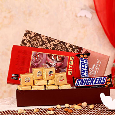 Fancy Gift Box With 2 Snicker Chocolates And 10 Pcs Bites