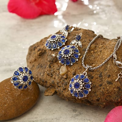 Flower Shaped Blue Stone and Alloy Pendant Set