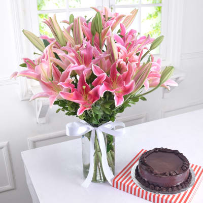 Glass Vase of 10 Pink Lilies with Chocolate Cake (Eggless) (Half Kg)