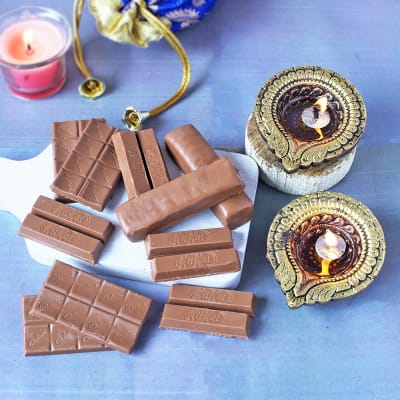 Hamper of Assorted Chocolate Bars & Clay Diyas