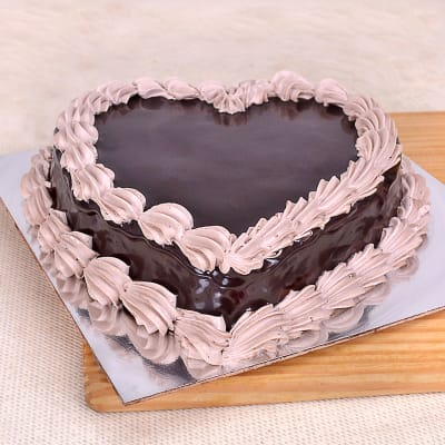 Heart Shaped Chocolate Cake Half Kg