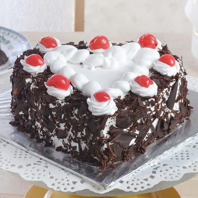 Hearty Black Forest Cake (Eggless) (1 Kg)