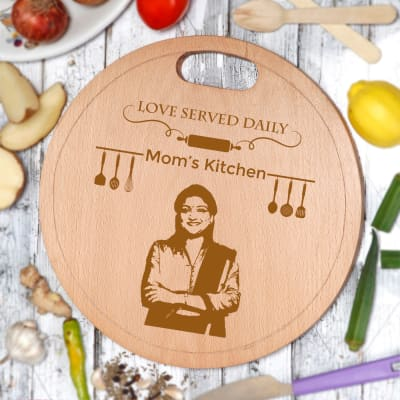 Mom's Kitchen Personalized Wooden Chopping Board