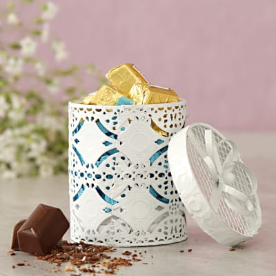 Nut Raisin Chocolate In A Cute Gift Box 10 Pcs