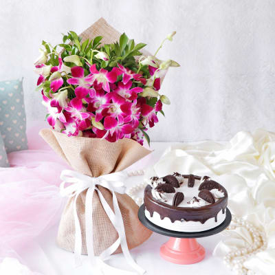 Orchids in Jute Wrapping Ribbon Bouquet with Oreo Cake (Eggless) (Half Kg)