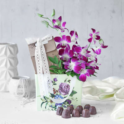 Orchids With Chocolates Gift Hamper