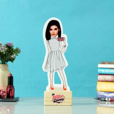 Personalized Selfie Queen Caricature with Wooden Stand