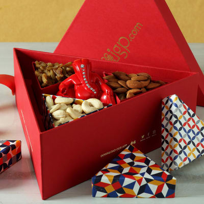 Red Ganesha & Dry Fruits in Gift Box