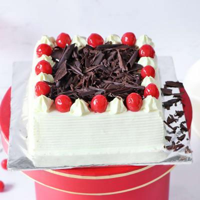 Rich Black Forest Square Cake (2 Kg)