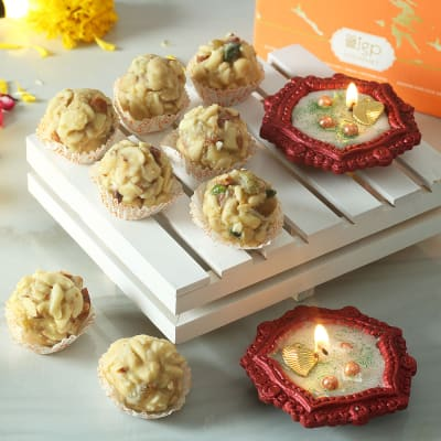 Set of 2 Decorative Clay Diya with Dry Fruit Ladoo (250 gms)