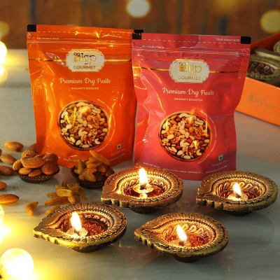 Set of 4 Clay Diya with Dry Fruits