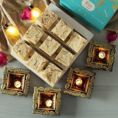Set of 4 Diya with Soan Papdi (200 gms)