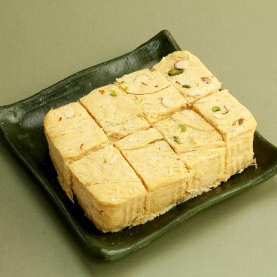 Soan Papdi (500 gms) with Roli Chawal