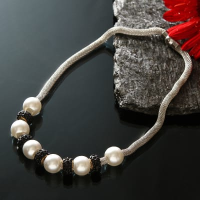 Stylish Pearl and Black Beads Necklace