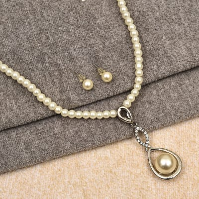 White Pearl Necklace Jewelry Set