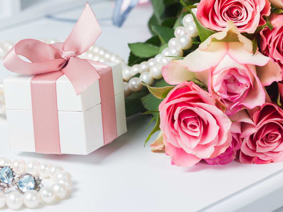Wedding Gift India Online: Online Gifts Delivery India: Send Gifts To India, Buy